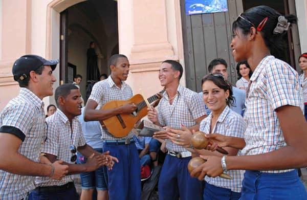 Celebran Instructores de Arte de la Brigada José Martí en Santiago de Cuba  su 17 aniversario de creación